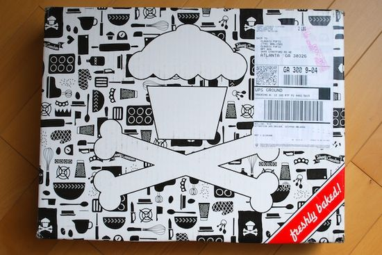 Johnny-cupcakes-_t-shirt-unboxing-007