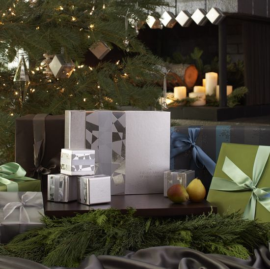 Product_gallery_boxes_under_tree