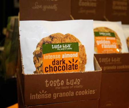 Taste Buds Intense Valencia Peanut Milk Chocolate Granola Cookie